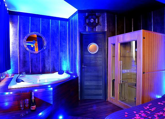 boat spa lyon bateau chambre a theme jacuzzi privatif sauna lyon