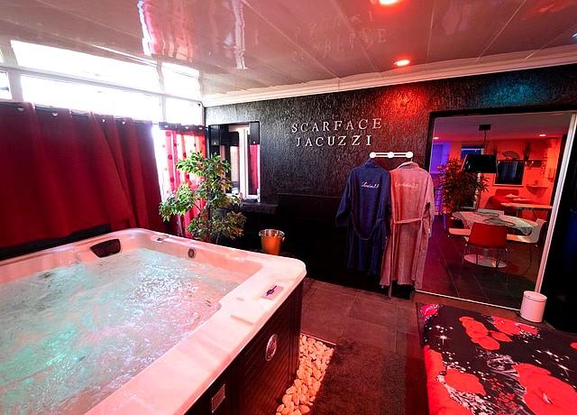 love love 23 chambre jacuzzi privatif lyon appartement