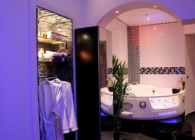 le love spa chambre avec jacuzzi privatif lyon