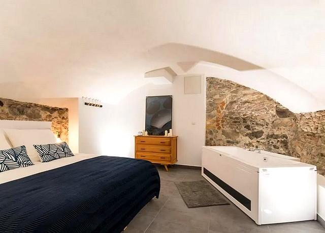 chambre jacuzzi privatif lyon luxury studio et spa vieux lyon