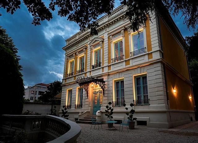 villa avec jacuzzi privatif dans la chambre à lyon villa 216