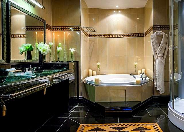 chambre avec jacuzzi privatif à paris hotel du collectionneur
