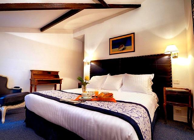 chambre avec jacuzzi privatif à paris relais hotel le vieux paris