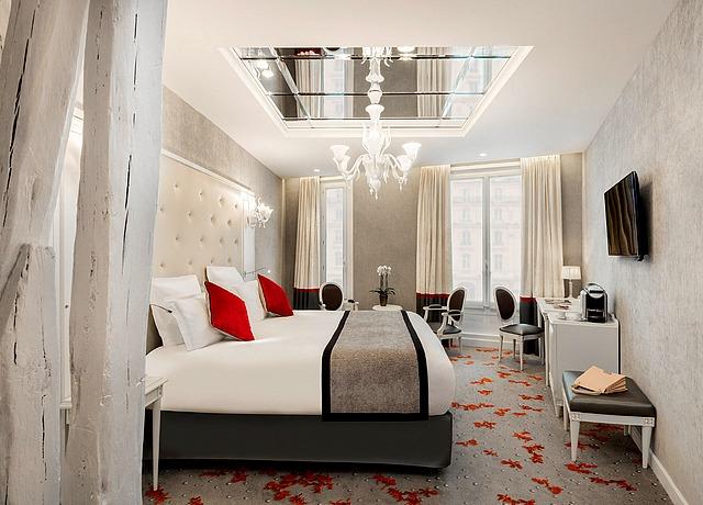 chambre avec miroir au plafond maison albar le diamond