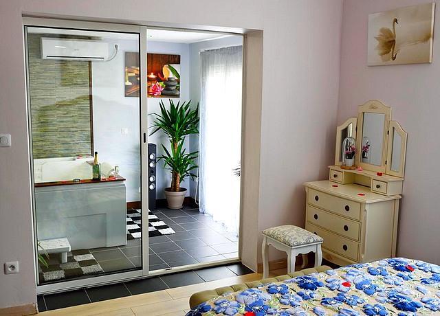 chambre avec jacuzzi privatif sur Bordeaux au Loft and Jacuzzi bordeaux