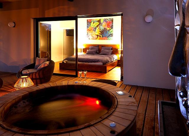 dormir dans une chambre avec jacuzzi privatif à Bordeaux à la Maison Margaux Bordeaux