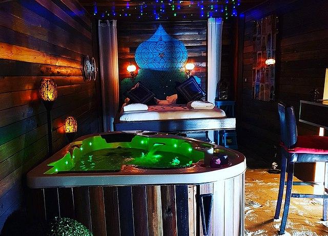 chambre d'hotel avec jacuzzi privatif sur lille à l'hotel le koh coon lille