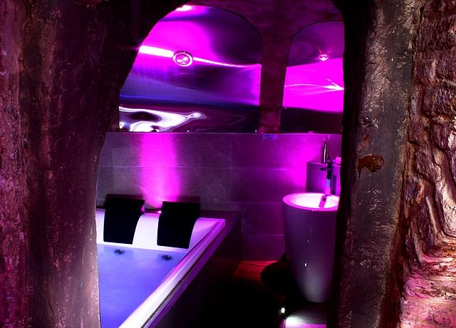 chambre avec jacuzzi privatif sur lille à l'hôtel private room lille