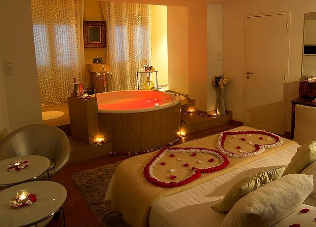 Magnifiques chambres avec miroir au plafond sur Lyon à l'hotel Le Gourguillon