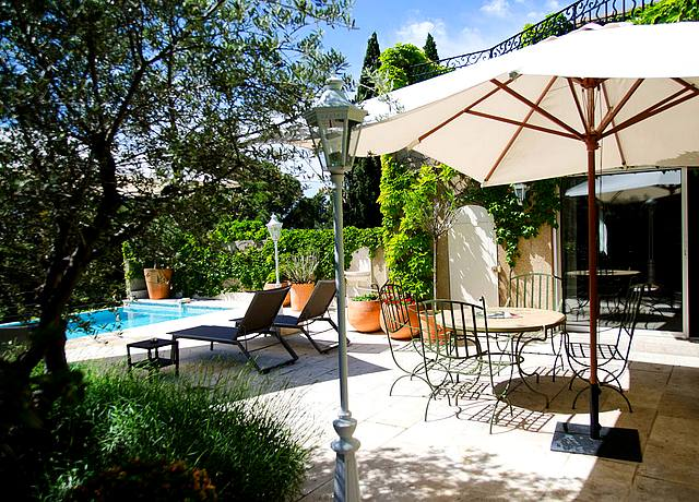 suites et villas d'un hôtel de luxe avec piscine privée à Marseille au Vallon de Valrugues