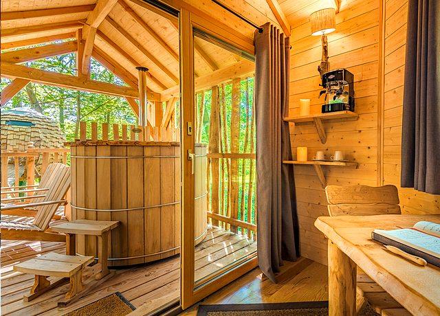 dormir dans une cabane dans les arbres à paris au coucoo grands chenes