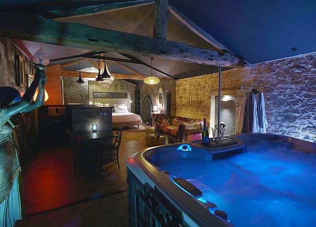 Chambre avec jacuzzi privatif à proximité de Nantes à l'Absolu en Vendée