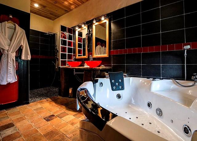 Chambre avec jacuzzi privatif près de Nantes au Portail du Marais Poitevin