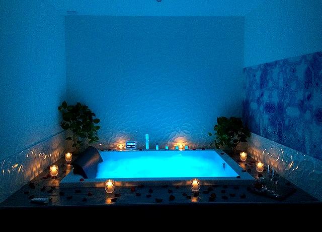 chambre avec jacuzzi privatif sur Nice à l'hôtel Villa Rose