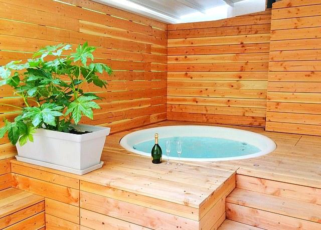 appartement avec jacuzzi privatif à Nice au Loft Romantique Spa