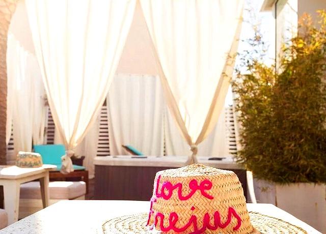 chambres et suites avec jacuzzi privatif proche de Nice à l'hôtel Sable et Soleil