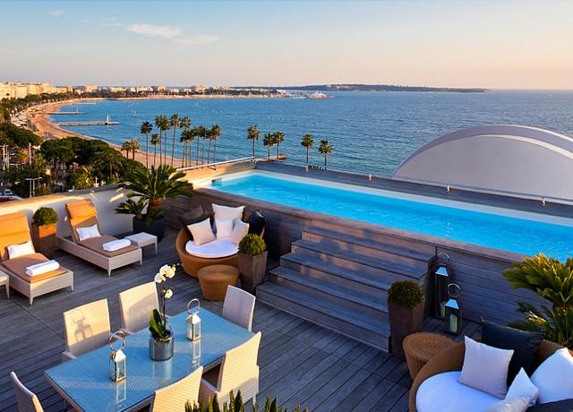 suites et chambres avec piscine privée à Nice à l'hôtel Barrière le Majestic