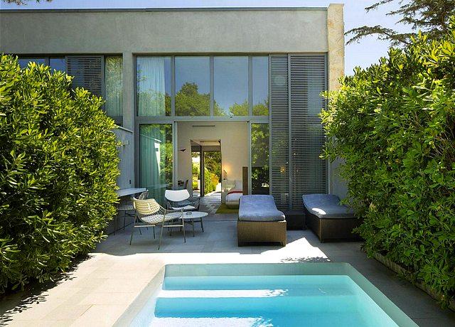 chambres et suites d'hotel avec piscine privée proche de Nice, à l'hotel Sezz Saint Tropez