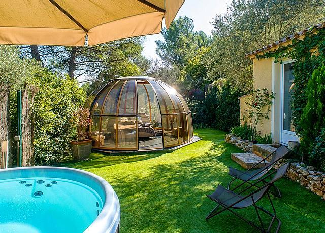 Hôtel et chambre avec jacuzzi privatif à proximité de Marseille au Domaine Jobert