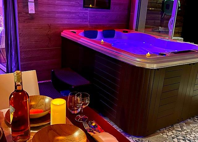 Chambre avec jacuzzi privatif sur Marseille a la Suite Phantastica