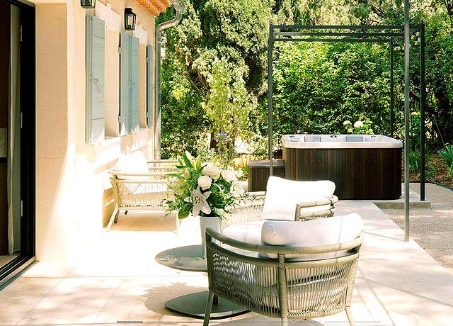 Villa composée d'une chambre avec jacuzzi privatif proche de Marseille au Vallon de Valrugues