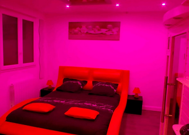 Chambre avec miroir au plafond à Lille à La chambre des reflets