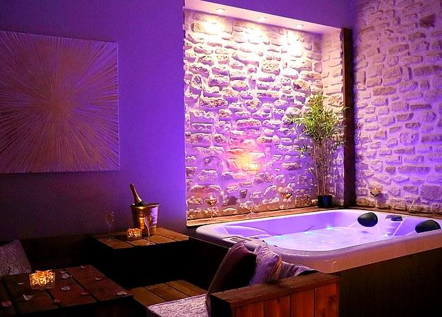 Suites avec chambre avec jacuzzi privatif proche de Montpellier au Mas Lauralie