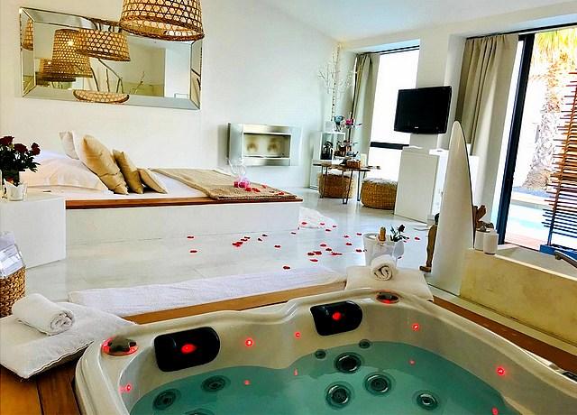 hotel et chambre avec jacuzzi privatif montpelier le mas sainte marie