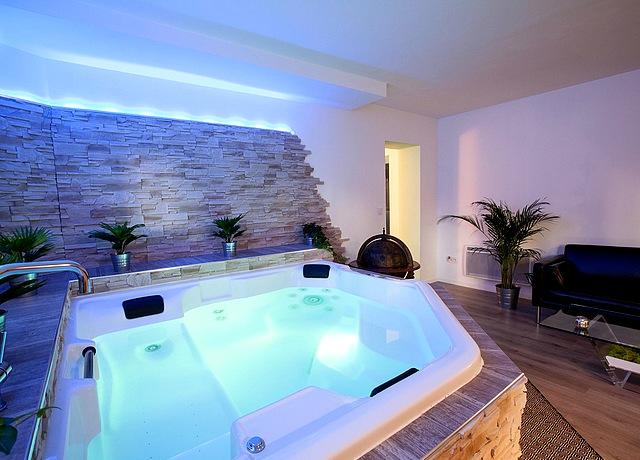 Chambre avec jacuzzi privatif à Montpellier à la Perla Bianca