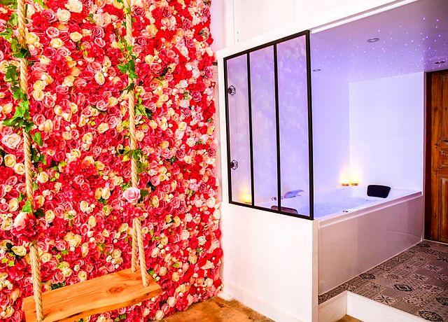 Suite d'une chambre avec jacuzzi privatif à Montpellier à la Suite Venusa
