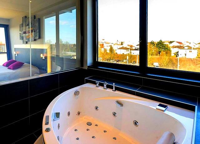 Hôtel avec suites et chambres avec jacuzzi privatif à Strasbourg à l'Athéna spa hotel