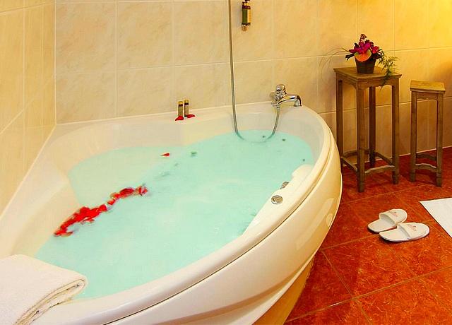 Hôtel et chambre avec jacuzzi privatif à Strasbourg à l'hotel beaucour