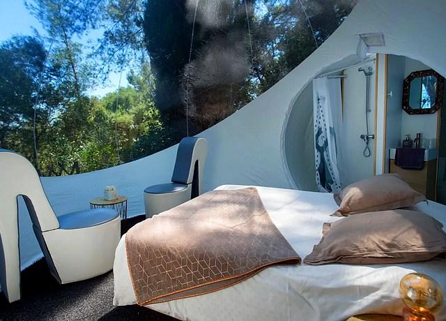 Dormir dans une bulle près de Nice à l'Auberge de la Tuiliere