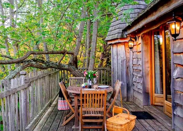 Dormir dans une cabane dans les arbres près de Bordeaux au Domaine Ecotelia