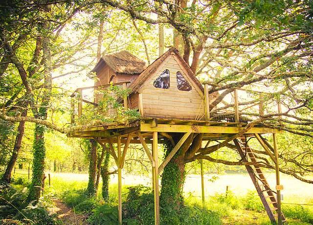 Dormir dans une cabane dans les arbres proche de Nantes à Dihan Evasion