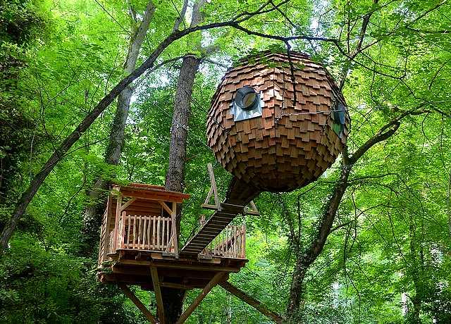 Dormir dans une cabane dans les arbres proche de Nantes au Domaine de Saint Jean