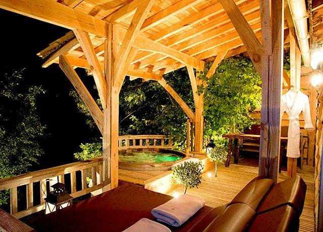 dormir dans une cabane dans les arbres toulouse domaine de viminies cabane et spa