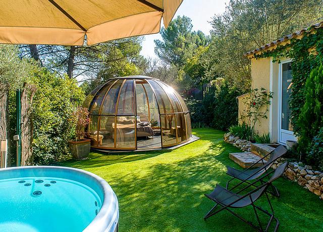 Dormir dans une bulle à Marseille au Domaine Jobert