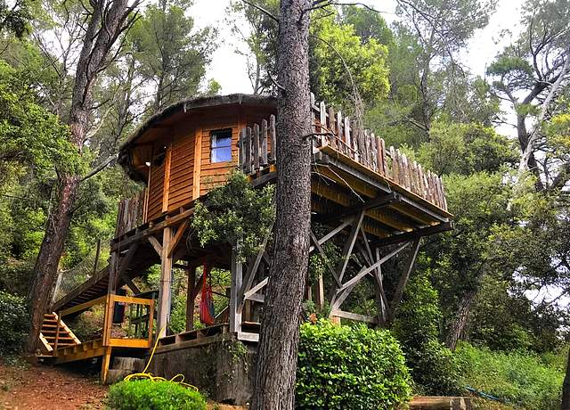 Dormir dans une cabane dans les arbres près de Nice à l'Auberge de la Tuilière