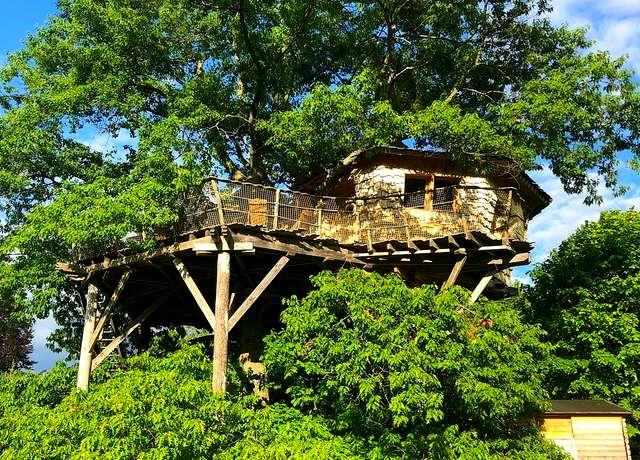 Dormir dans une cabane dans les arbres près de Strasbourg aux Cabanes du Chêne Rouvre