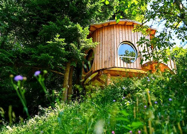 Dormir dans une cabane dans les arbres à proximité de Strasbourg aux Cabanes perchées du Grand Ballon